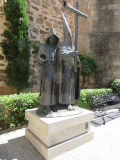 Highly dodgy statue in Caceres